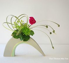 Mai Thai Thomas Flower Arrangement Designs, Ikebana Flower Arrangement, Ikebana Arrangements, Beautiful Flower Arrangements, Most Beautiful Flowers, Floral Arrangements, Flower Show, Flower Art, Japanese Flowers