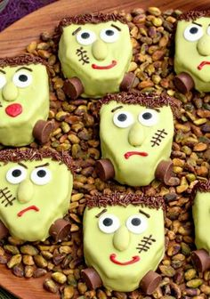 Get in the spooky spirit with these Frankenstein Pistachio Blondies! It's easy to transform delicioius blondies into creepy Frankenstein faces. Healthy Desserts, Fun Desserts, Pistachio Recipes, Cake Recipes, Dessert Recipes, Party Food And Drinks, Halloween Food For Party, Frankenstein, Blondies