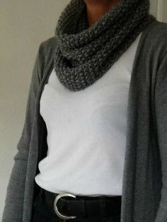 Love this and could easily make it! Knit Or Crochet, Knitted Shawls, Free Knitting, Lana, Knitwear, My Style, How To Wear, Outfits, Clothes