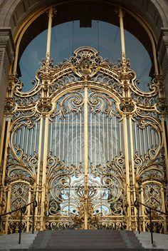 All sizes   Petit Palais Gates   Flickr - Photo Sharing! Metal Driveway Gates, Front Gates, Entrance Gates, Classic House Exterior, Classic House Design, Iron Gate Design, Plakat Design, Wrought Iron Gates, Classic Architecture