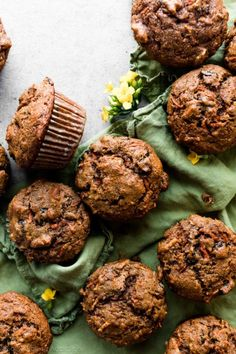 These hearty and simple morning glory muffins taste like spiced apple cake and moist carrot cake. for breakfast! Muffin Recipes, Baking Recipes, Breakfast Recipes, Breakfast Muffins, Mini Muffins, Chili Recipes, Breakfast Ideas, Monkey Bread, Brownie Cookies