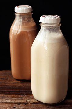 Homemade Raw Almond Milk (Vegan) // wwww.tasty-yummies.com