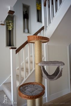 This large cat activity centre with hammock is specially designed for those who love heights. A great pole for up to four fully grown cats. The only problem you will have is who gets the top cat bed!