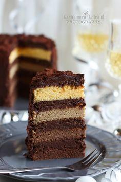Régóta tetszenek a zok a  torták, melyekben a tésztarétegeknek más-más színük van. Igazán mutatósak. :) N ag... Vegan Challenge, Vegan Curry, Vegan Meal Prep, Vegan Thanksgiving, Vegan Kitchen, Piece Of Cakes, Creative Cakes, Vegan Desserts, How To Make Cake