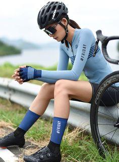 Bulk Compression Blue Cycling Socks Aero Cycling Girls, Cycling Wear, Bike Wear, Cycling Shorts, Cycling Outfit, Bicycle Women, Bicycle Girl, Bmx Girl, Bike Style