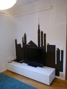 """Ekaluokkalaisen huoneen seinälle maalasin """"kaupungin valot"""""""
