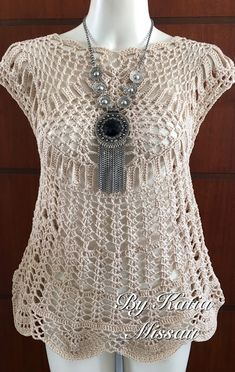 THE MAGIC OF CROCHET - Katia Missau: Athens Blouse Beige. Translation available - check out her patterns. just beautiful