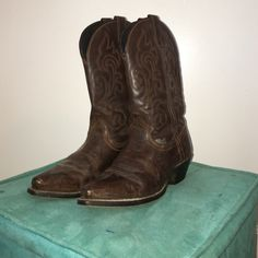 Laredo cowboy boots Really nice cowboy boots. Size 7.5 but fit like a 7. Well worn but will polish before shipping. Great boots!!! Just not my style anymore Shoes