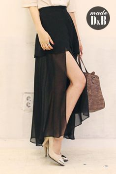 Today's Hot Pick :Side Slit Full Sheer Skirt http://fashionstylep.com/SFSELFAA0023839/insang1en/out Dress classy wherever you will go with this side slit full sheer skirt. The piece will look better if worn with crop top or tank top and accented with pearls and wedge shoes. -High rise -Sheer -Toe hemline -Button closure -Flare -Available color(s) Black and Ivory