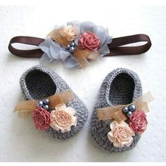 Crochet Baby Shoes Lana grigio in rilievo floreale all'uncinetto Baby Booties Stretchy Headbands, Baby Headbands, Crochet Baby Booties, Knit Crochet, Beaded Crochet, Knitted Baby, Crochet Dolls, Baby Kind, Baby Girl Shoes