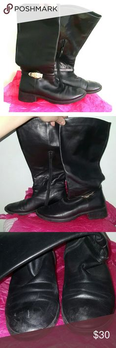 """Staccato black Uma boots size 40 1.5"""" stacked heel. Reinforced leather soles. Partial inside zipper closure. Green leather lining. Decorative buckle detail. Left boot has a scratch at toe, some discoloration to the toes. 13 3/4"""" shaft, 15.5"""" circumference. Leather upper. Staccato Shoes Heeled Boots"""