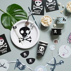 A pirate theme for a wonderful birthday party. Party supplies from DKK 4,98 / EUR 0,69 / ISK 122 / NOK 7,40 / GBP 0,62 / SEK 6,98 / JPY 88