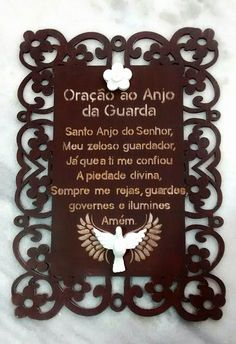 Placa em mdf recortada a lazer, decorada com a oração do Anjo da Guarda e resinas de flor e Divino Espirito Santo.