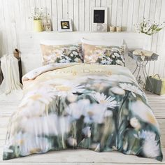 Lazy Daisy duvet cover with stunning photographic images of a daisy field. Perfect reversible bedding for girls from Catherine Lansfield. Yellow Bedding Sets, White Bedding, Boho Bedding, Luxury Bedding, Duvet Sets, Duvet Cover Sets, Cot Bed Duvet Cover, Textured Bedding, Pottery Barn Teen Bedding