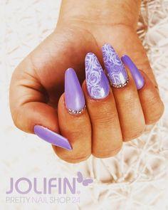 Mit diesem Design hast Du ganz klar die Flower Power! #prettynailshop24 #jolifin #nails #jolifinlaveni #nail #beauty #pns24 #nailoftheday #nailstagram #nailporn #naildesign #nailpolish #nailsonfleek #flowers #rose #flowerpower