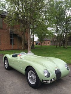 Love the colour on this Jaguar 'C Type' .... so unusual but really 1950's #Jaguar C-Type