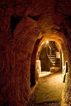 Gilmerton Cove - Enter one of Scotland's most curious heritage sites. An archeological mystery that has baffled investigators for over 300 years.