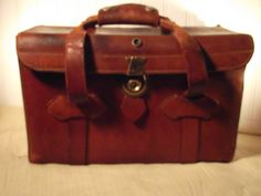 Leather Camera Bag Made by Perrin California Awesome Old Vintage Leather  http://retro-vintage-bazaar.com/products-page/cameras/accessories/perrin-leather-camera-bag-no-201/
