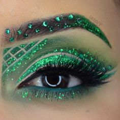 Joining in the @ litcosmetics and @beautybypaisley #rainbowweekglitterchallenge and today's color is green
