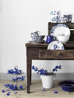 Vi frossar i blåvita krukor, koppar och porslin med söta blommotiv och grafiska mönster. Finns det en mer klassisk färgkombination än just blåvitt på sommaren.- IKEA