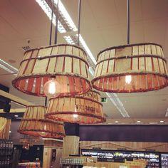I ❤#cajasdemadera en todas sus formas y usos. #cajasantiguas #cajascolgantes #reinventa12 #reciclar #decorarreciclando #decoracioninteriores #lámpara