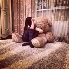 Vihari Kurelli's vihari images from the web Cute Girl Poses, Girl Photo Poses, Girl Photography Poses, Giant Teddy Bear, Cute Teddy Bears, Girly Pictures, Poses For Pictures, Girl Hiding Face, Teddy Girl