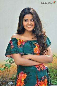 Anupama Parameshwaran is a malayalam film actress and model . Most Beautiful Indian Actress, Beautiful Actresses, Simple Kurta Designs, Anupama Parameswaran, Kurti Designs Party Wear, Malayalam Actress, Indian Gowns, Stylish Girl Images, Beautiful Girl Photo