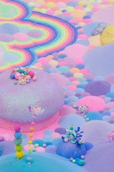Cunoscuta sub numele de Pip & Pop, artista de origine australianaTanya Schultz, aduce un surplus de culoare artei contemporane. Realizeaza constructii si instalatii neobisnuite si exagerat de colorate, imbinand pictura, cu obiecte comune, cum ar fi bomboanele, jucariile, sclipiciul, zaharul si florile din plastic. Lucrarile sale, adesea efemere, evidentiaza notiunile de abundenta si utopic, sursa ei de inspiratie fiind povestile cu final fericit din copilarie si dorintele implinite :) L...