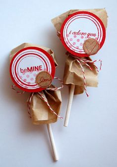 cute Valentine packaging for lollipop Valentine Treats, Valentine Day Love, Valentine Day Crafts, Kids Valentines, Pretty Packaging, Gift Packaging, Baking Packaging, Simple Packaging, Paper Packaging