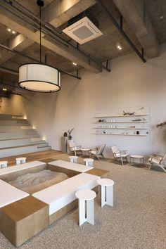 cafe lit — design2tone Cafe Shop Design, Coffee Shop Interior Design, Restaurant Interior Design, Coffee Cafe Interior, Study Cafe, Design Commercial, Commercial Interiors, Café Restaurant, Design Café
