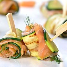Zucchini appetizers with smoked salmon - - Grilled Zucchini, Zucchini Fries, Recipe Zucchini, Zucchini Rolls, Salmon Recipes, Diet Recipes, Healthy Recipes, Meat Appetizers, Appetizer Recipes