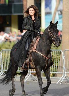 Shania Twain makes grand entrance in Vegas on horseback