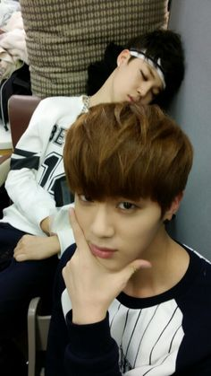 Lol cute jimin in back there