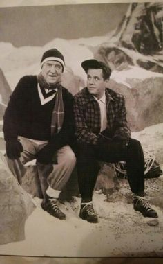 William Frawley & Desi Arnaz on I Love Lucy set William Frawley, Queens Of Comedy, Lucille Ball Desi Arnaz, Lucy And Ricky, Love Me Better, I Love Lucy, Vintage Tv, Handsome, Hipster