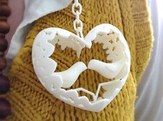 3D printed pendant - Lovebirds  Like 3D printed #jewelry? Morpheus custom makes jewelry from images using 3d printing technology http://www.morphe.us.com/