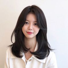 Short Haircuts For Oval Faces Will Put An End To Your Troubles - Knitters Medium Hair Cuts, Long Hair Cuts, Medium Hair Styles, Curly Hair Styles, Oval Face Haircuts, Hairstyles Haircuts, Pretty Hairstyles, Korean Hairstyles Women, Korean Short Hair