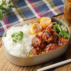 ワンパンで3品♪カリッと唐揚げ弁当 - macaroni Bento, Potato Salad, Sushi, Lunch Box, Favorite Recipes, Cooking, Ethnic Recipes, Food, Japanese