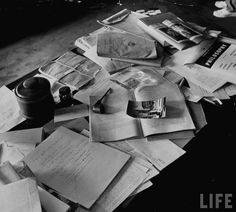 Albert Einstein's desk, photographed the day he died. Proof that this messiness is a sign of genius!