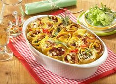A great lasagna recipe that you can try for lunch or a nice family dinner Slow Cooker Recipes, Crockpot Recipes, Vegan Recipes, Diet Recipes, Greatest Lasagna Recipe, Lasagna Rolls Recipe, Easy Pasta Recipes, Cheap Recipes, 21 Day Fix Diet