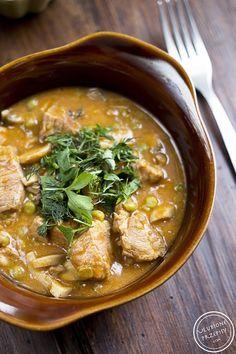 Share Tweet Pin Mail Mamy już środę, więc prawdopodobnie świąteczne, wielkanocne przysmaki się już wszystkim pokończyły ;) Dla odmiany od białej kiełbasy polecam Gulasz ... Thai Red Curry, Ethnic Recipes, Kitchen, Pierogi, Diet, Cooking, Kitchens, Cuisine, Cucina