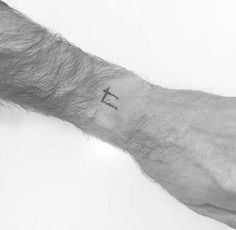 . He tattooed celebrities like Hailey Baldwin and Kendall Jenner and his super-tiny Mini-Letterings are absolutely fantastic In most cases Tattoo-Artists make their way to the Top of the Industry by showing their large scale Tattoos. But size does not always matter :) The tiny minimalistic Tattoos o…
