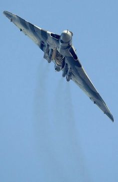 Avro Vulcan, now being used as a tanker. Military Jets, Military Aircraft, Air Fighter, Fighter Jets, V Force, Avro Vulcan, Jet Plane, Royal Air Force, Fighter Aircraft