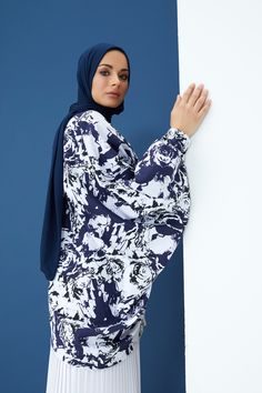 The perfect addition to any Muslimah outfit, shop Rabia Z X Modanisa's stylish Muslim fashion Black - White - Navy Blue - Multi - Crew neck - Cotton - Tunic. Find more Tunic at Modanisa! Muslim Fashion, Modest Fashion, Navy And White, Navy Blue, Cotton Tunics, Crew Neck, Women Wear, Stylish, Womens Fashion