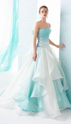 iamnotreallyintofashion: Le Rose & Spose co. iamnotreallyintofashion: Le Rose & Spose co. Ombre Wedding Dress, Blue Wedding Dresses, Bridesmaid Dresses, Prom Dresses, Wedding Gowns, Ball Dresses, Ball Gowns, Evening Dresses, Elegant Dresses