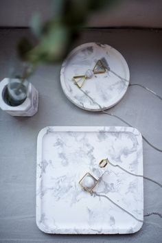 DIY marbled cement dishes