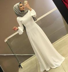Görüntünün olası içeriği: 1 kişi Iranian Women Fashion, Islamic Fashion, Muslim Fashion, Modest Fashion, Fashion Dresses, Hijab Style Dress, Hijab Outfit, Hijab Evening Dress, Simple Hijab