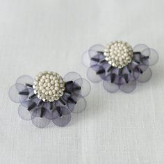 tamas Earring - LisetteAccessories - Envelope is a unique online shopping mall made up of a few independent shops from all around Japan. Bead Embroidery Jewelry, Textile Jewelry, Fabric Jewelry, Beaded Embroidery, Diy Jewelry, Beaded Jewelry, Handmade Jewelry, Jewellery, Beaded Earrings