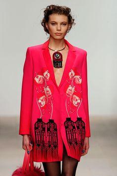 Fashion News, Fashion Beauty, Holly Fulton, Online Fashion Magazines, Fall Winter, Autumn, Catwalk, Fashion Forward, Latest Trends