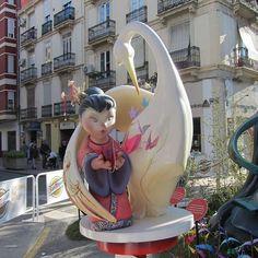 Síguenos y comparte tus momentos #ruzafagente con nosotros.  #fallas2017  #fallasunesco #russafa #ruzafagente #loves_valencia #valenciaenamora #ruzafa #valenciaspain #travel #streetart #streetsculpture #urbanart
