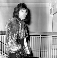Freddie Mercury Death: 100 Rare Pics Of The Queen Frontman On The 25th Anniversary Of His Death   The Huffington Post